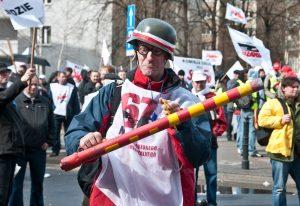 Demonstracja zwiazkowcow przed Sejmem